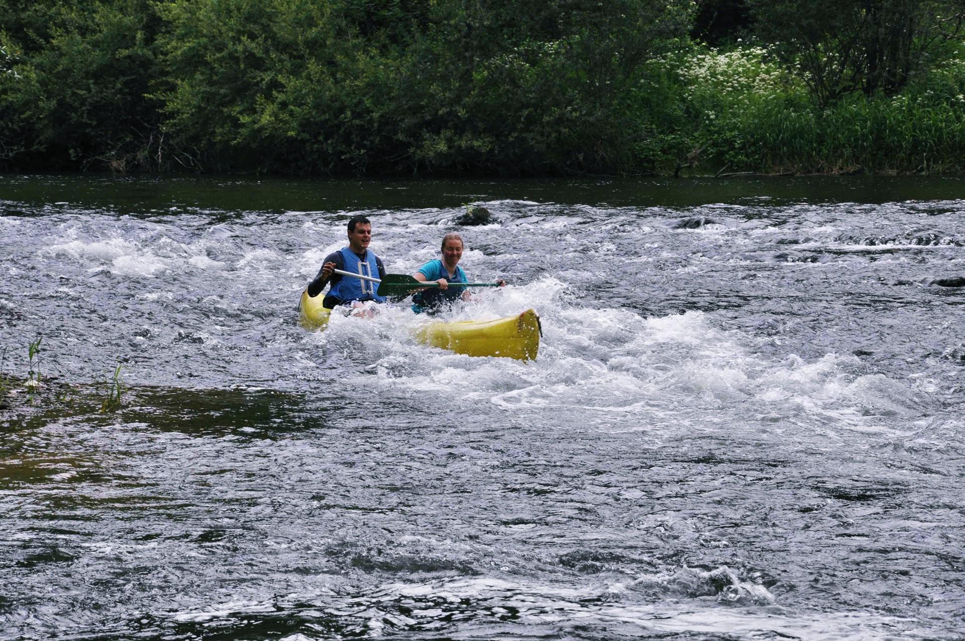 le clip canoë kayak descente doubs activité aquatique st-ursanne canton jura suisse